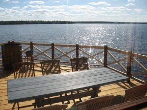 Kuva saunan terassilta Kuusamojärvelle