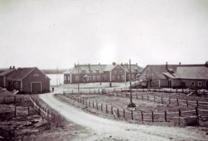 Kuva Raatesalmen tilasta 1950-luvulta.